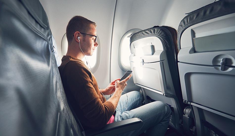 باورهای غلط 4:  استفاده از تلفن همراه در هواپیما منجر به سقوط خواهد شد!